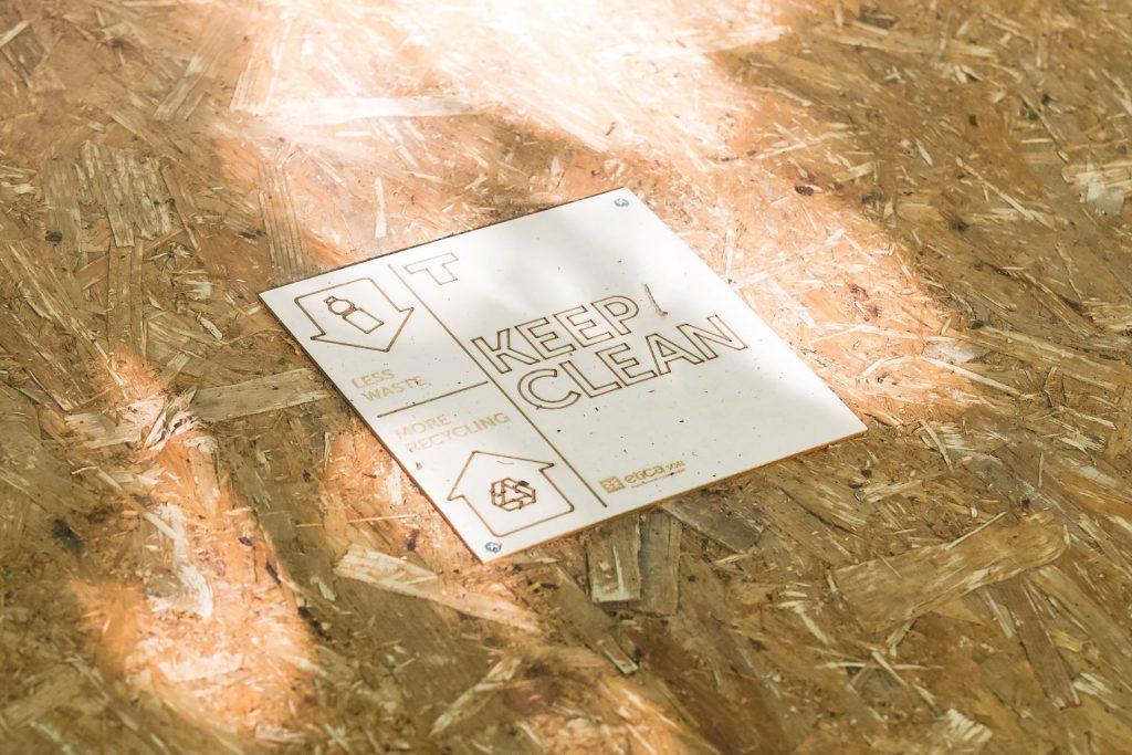 Terraforma   cartello in legno con taglio e incisione laser